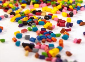 مواد پلیمری 300x220 - انواع پلیمر:معرفی فیلم پلی استر