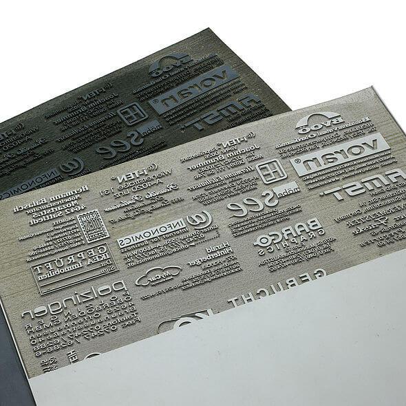 rubber text plate 590x590 4d7 - فرآیند ساخت صفحات حرارتی و حکاکی شده با لیزر